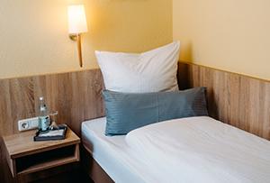 https://www.muellerbraeu.com/wp-content/uploads/muellerbraeu_hotel-1bett.jpg