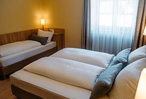 https://www.muellerbraeu.com/wp-content/uploads/muellerbraeu_hotel-2bett_comfort.jpg